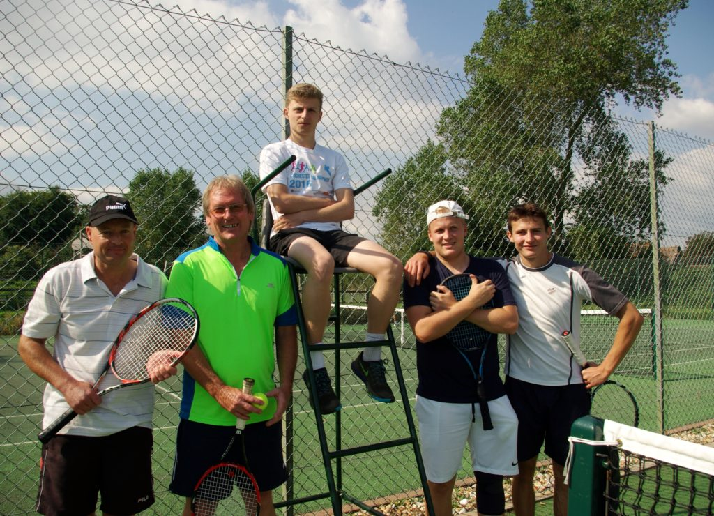 men's doubles l-r: rogers, cover, Tom Dry (umpire), hart and craddock